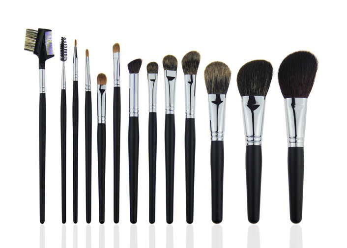 Eyebrow Comb Foundation Makeup Brush Set  Animal Hair A Black Wooden Handle
